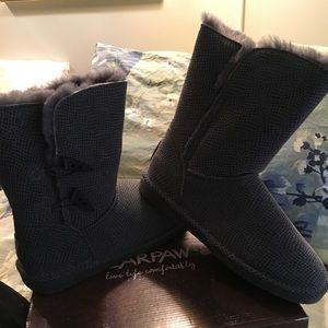 New BearPaw Mamba Boots, Size 11, Charcoal